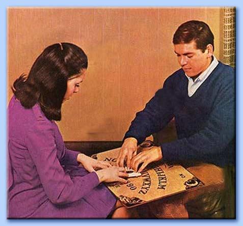 seduta spiritica con tavola ouija