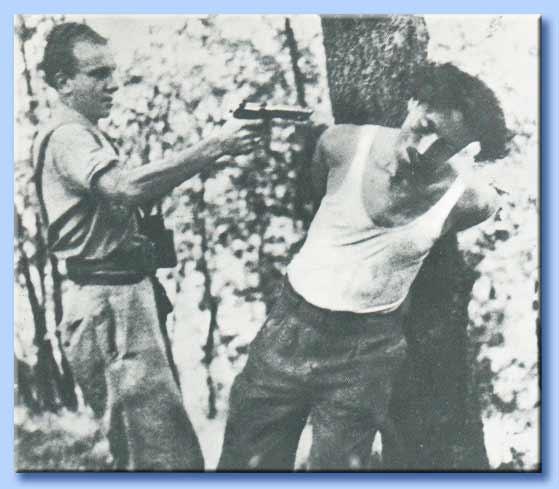 partigiano ammazza prigioniero fascista